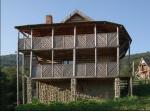 Для настоящих ценителей уединения на територии туркомплекса красочно разместились два деревяные двухэтажные коттеджа
