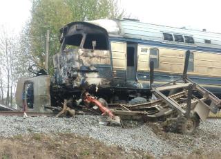 На Винничине грузовик столкнулся с поездом (видео)