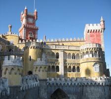Достопримечательности Португалии: Синтра (Sintra),  дворец Пена (Palacio da Pena). Фото