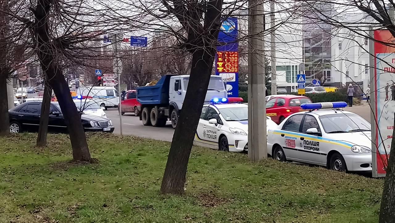 Милиция : в итоге  взрыва впомещении ГФС вЧерновцах пострадали два человека